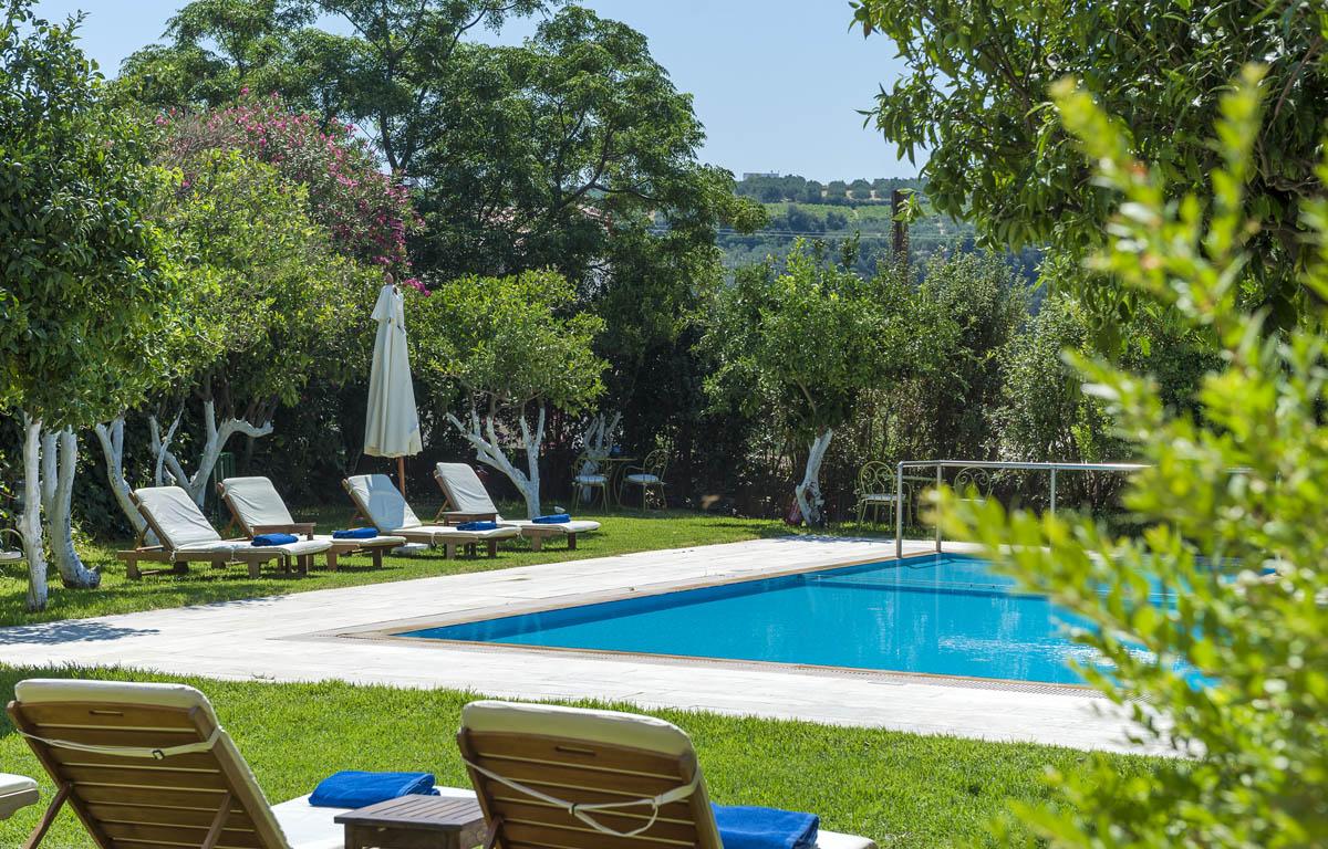 Pool garden spilia village for Pool garden images