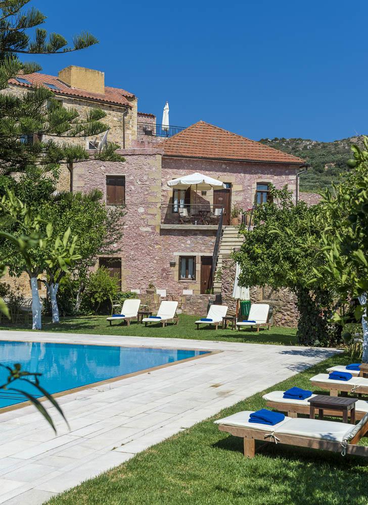 Pool garden spilia village for Barcelona pool garden 4