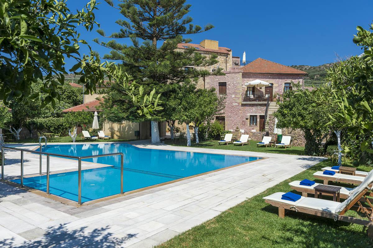 Pool garden spilia village for Poolside gardens